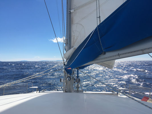 am nächsten Tag Sonne aber starker Wind - next day brought sun but lots of wind and choppy seas