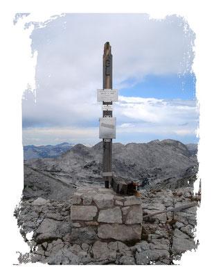 Großes Tragl 2197m ... Gipfelkreuz zur Zeit stark beschädigt!