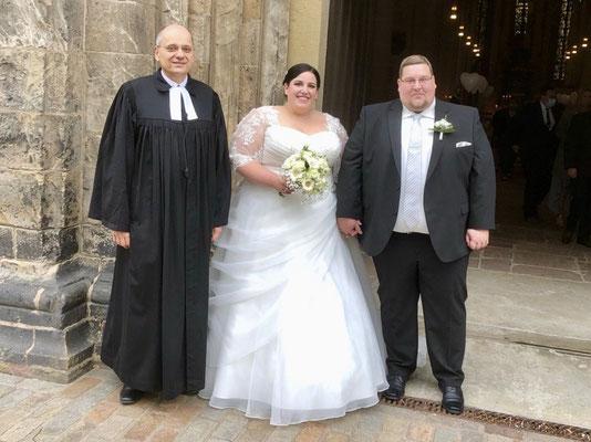 Sebastian und Melanie Freier, geb. Naczinsky, mit Pfarrer Schendel am 26.9.2020