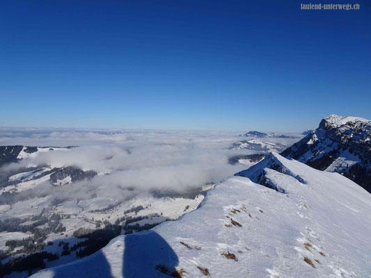 Sibe Hängste / Sieben Hengste mit Blick auf Nebelmeer im Flachland