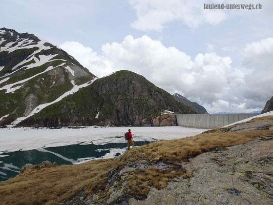 Abstieg zum Lac du Vieux Emosson