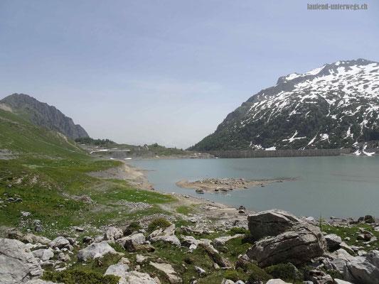 Lac de Salanfe mit Blick auf die Staumauer