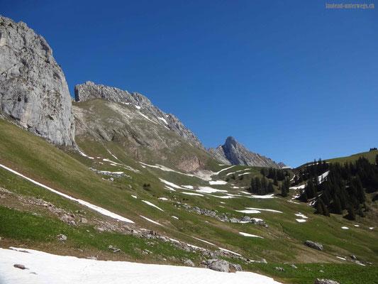 Blick auf die Gipfel Les Pucelles, Dent de Savigny, Dent de Ruth