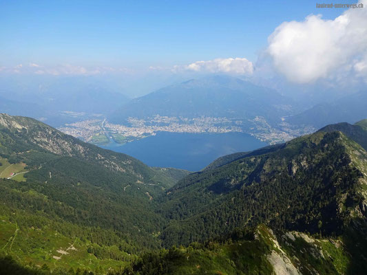 Blick auf den Lago Maggiore inkl Maggiamündung und Staumauer Verzasca