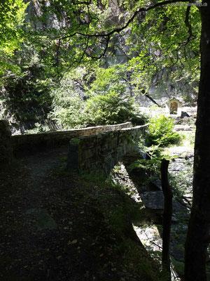 Brücke über Schlucht