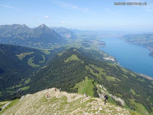 Steiler Abstieg vom Morgenberghorn in Richtung Brunnihütte - über Geröllfelder