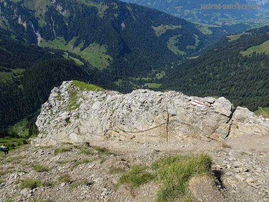 Steiler Abstieg vom Morgenberghorn in Richtung Brunnihütte - mit Ketten gesicherte Stelle