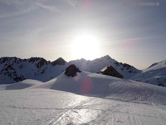 Rotondohütte SAC bei Sonnenaufgang