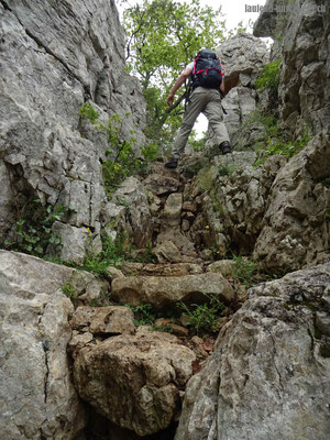 Aufstieg über die Felsen