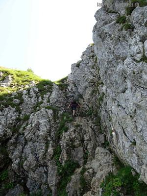 Steiler Abstieg vom Morgenberghorn in Richtung Brunnihütte - Couloir mit Ketten