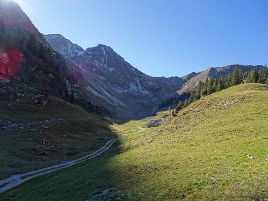 Blick zurück von Combi auf den Abstieg vom Schopfenspitz