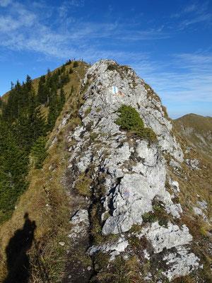 Kurze Kletterpassage auf dem Grad nach Patraflon