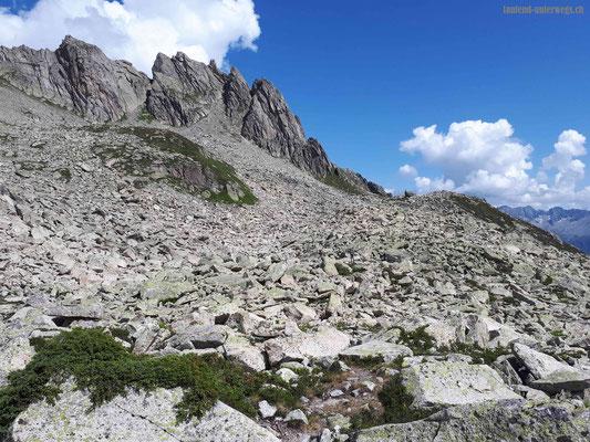 Aufstieg vom Horenfellibach Richtung Bergseeschijenlücke über Felsblöcke