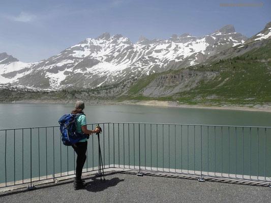 Staumauer Lac de Salanfe mit Blick auf die Dents du Midi
