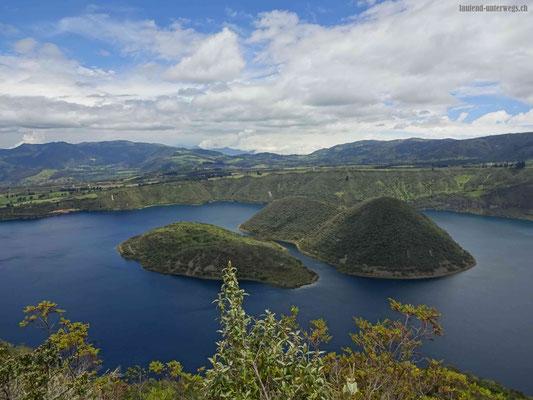 Laguna Cuicocha mir der Isla Teodoro und Isla Yerovi