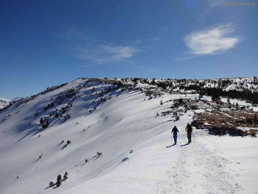 Unterwegs auf dem Bergrücken vom Pass nach Trogenegg