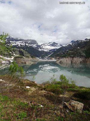 Lac d'Emosson mit der alten Staumauer im See