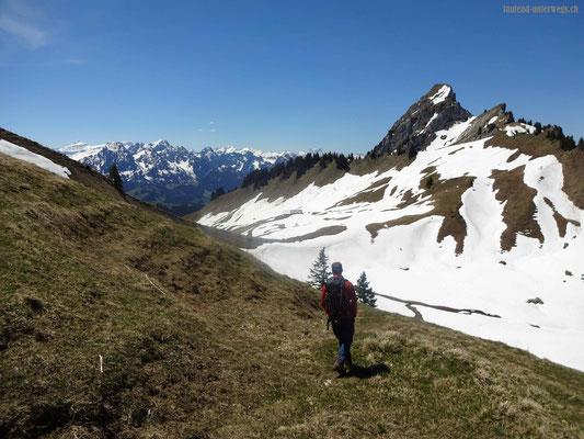 Blick auf die Gipfel Dent de Combette und Rochers des Rayes