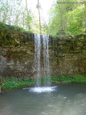 Weiher mit Wasserfall