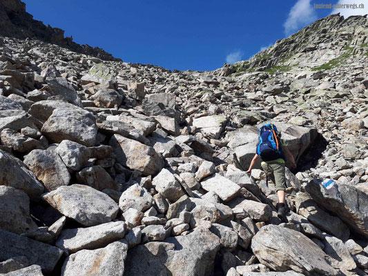Aufstieg zur Bergseeschijenlücke über Felsblöcke