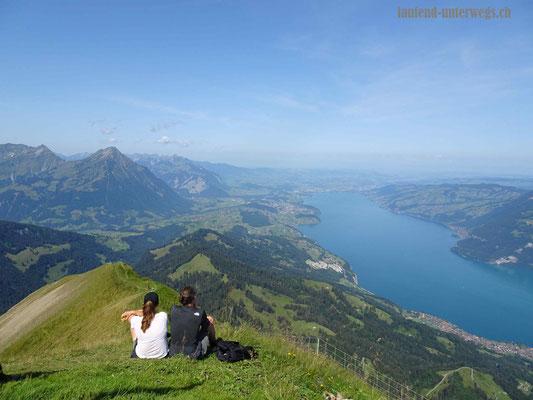 Blick vom Morgenberghorn auf den Thunersee und den Niesen