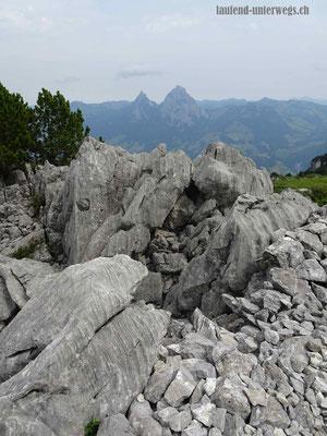 Spezielle Steinsformationen und Mythen im Hintergrund