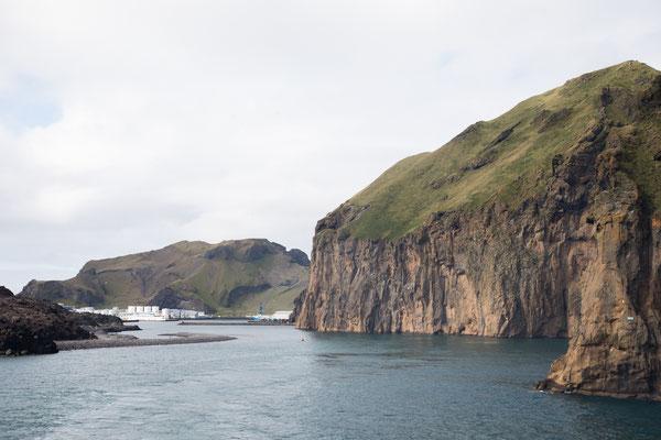 Die Hafeneinfahrt von Heimaey / Westmänner-Inseln