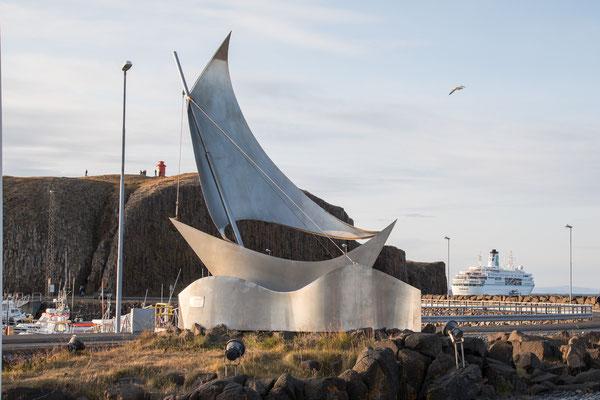 Denkmal im Hafen von Stykkisholmur
