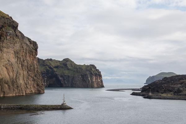 Die Hafenausfahrt von Heimaey / Westmänner Inseln