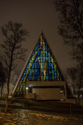 Das berühmte Glasfenster der Eismeerkathedrale