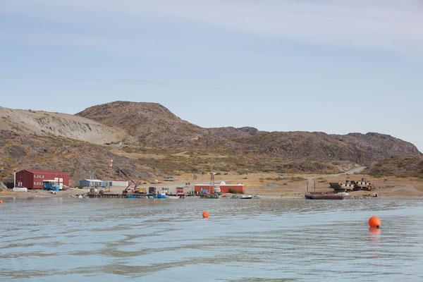 """Der """"Hafen"""" von Kangerlussuaq, eigentlich nur eine Anlegestelle......."""