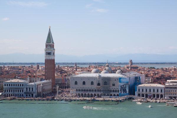 Blick vom Turm San  Giorgio Maggiore auf den Markus-Platz