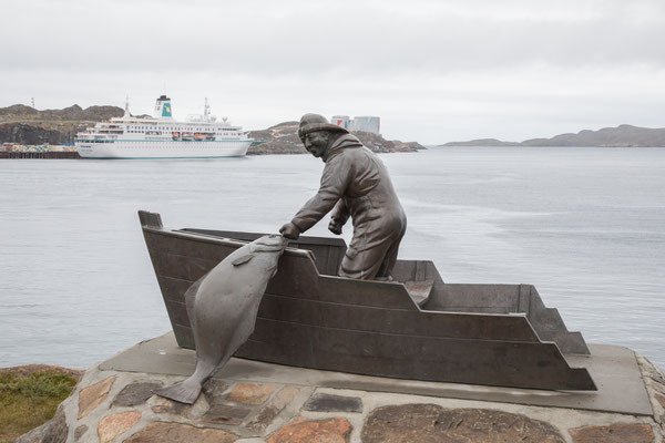 Ein Denkmal zu Ehren der Heilbutt-Fischer