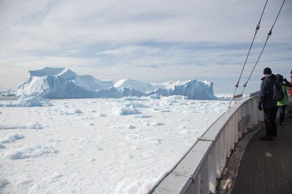 Eine Bootsfahrt durch den Eisfjord
