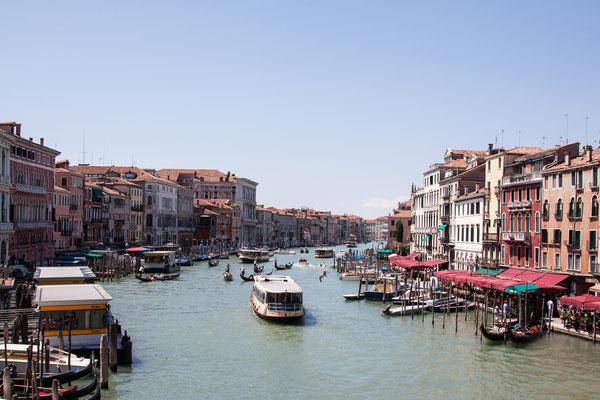 Blick von der Rialto-Brücke auf den Canale Grande