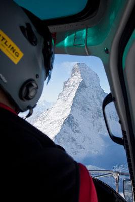 Ein Hubschrauber-Rundflug mit der Air Zermatt ums Matterhorn