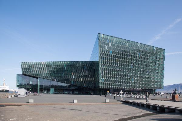 """""""Harpa"""", das Konzerthaus von Reykjavik"""