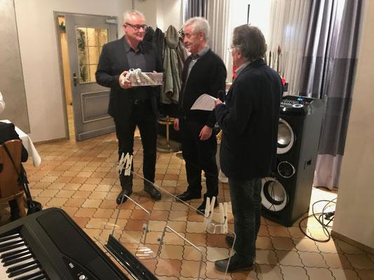 Weihnachtspräsent für Chorleiter Frank Schröder