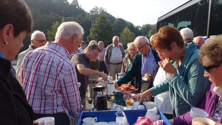 Traditionelles Open-Air-Frühstück auf der Raststätte