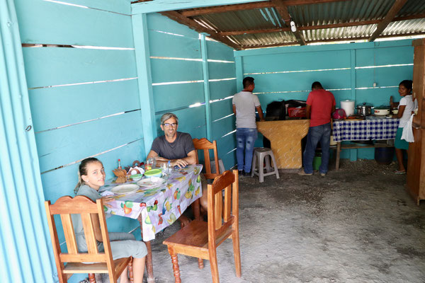 ..and sat down in an entrance of a Family Kitchen selling food - we ordered three burritos and some juice - whey were delicious - our first lunch in Guatemala cost us all together 3$