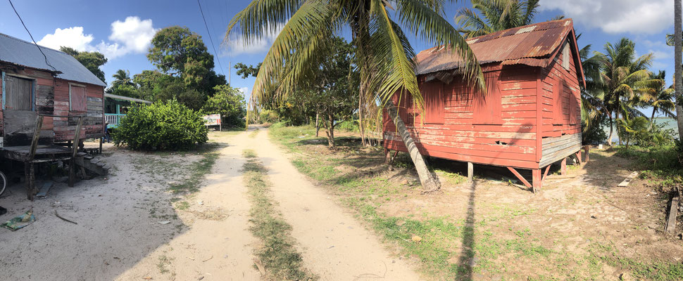 We arrived at Gales Point. The peninsula was only 40m wide enough for a gravel road and a few shacks on each side