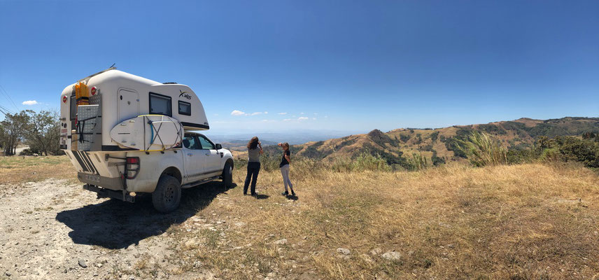 We started our decent from Monte Verde and stopped to take a picture..