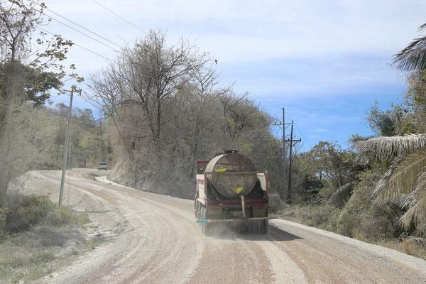 Back on the gravel road heading south on Nicoya...