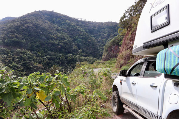 It was a very winding road over a mountain range up in to the highlands of Mexico. In the 1.5h break to have lunch on the roadside only three cars past...so remote was our trip..