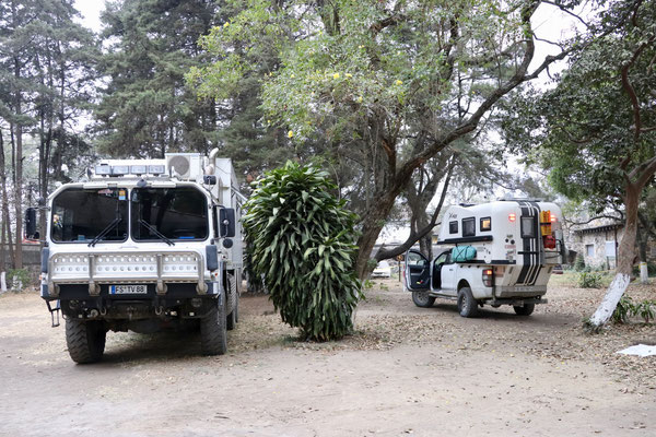 On the 19. February we drove from Lake Atitlan to Antigua. Once again iOverlander gave us the valuable advice to park in the old police station - free and safe - we weren't alone as you can see - a  german Overlander 6x6 Army Truck accompanied us