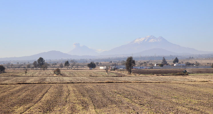 As we left Teotihuacan early morning towards Cholula we witnessed an eruption of the Popocatépetl Volcano, which as we heard later is quite rare