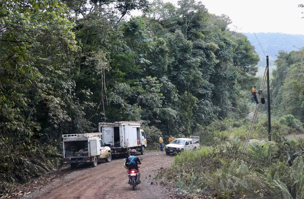 The road to Drakes Bay had some steep rides in it with a lot of pot holes - here you see the Costa Rican Telecom at work