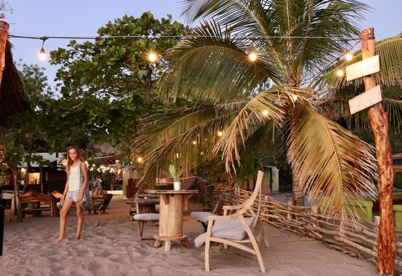 ..an found a pleasant Restaurant on the beach