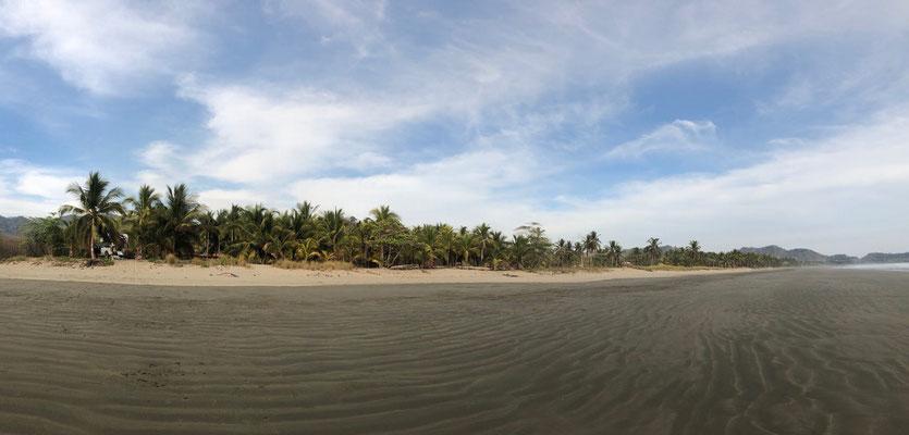Playa Coyote a few km long beach with an amazing long low tide surf