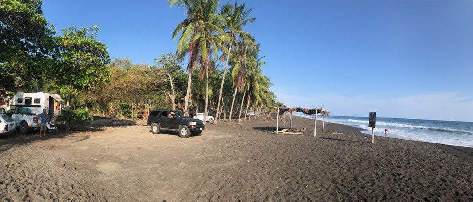 After leaving the Nicoya peninsula we never though we'd find anything more beautiful than the beaches we saw there - Driving south we past Jaco once again went shopping and then head to Playa Hermosa just a few k's done the road - a tip we got from Gigi!!